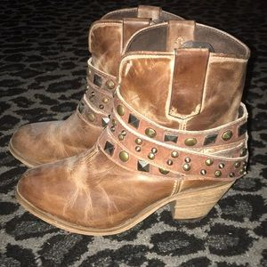 Buckle corral boots 9